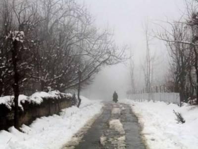 محکمہ موسمیات کے مطابق کہیں کہیں بارش اور پہاڑوں پر برفباری کا امکان