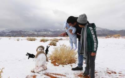 سعودی صحرا میں برفباری کی غیر ملکی میڈیا میں دھوم