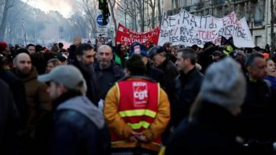 فرانس، پنشن سسٹم میں اصلاحات کے خلاف احتجاجی مظاہروں سے ایک ارب یوروکا نقصان