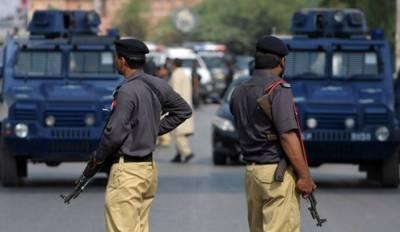 کراچی:ون وے کی خلاف ورزی کرنے والوں کے خلاف ٹریفک اور تھانہ پولیس کا آپریشن شروع