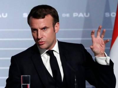 مظاہرین میں گھرے فرانسیسی صدر میکرون کو سکیورٹی فورسز نے بحفاظت باہر نکال لیا