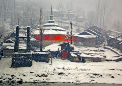 برفانی تودوں سے متاثرہ وادی نیلم میں آئندہ ہفتے برفباری کا نیا الرٹ جاری