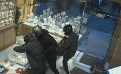 لندن:جیولری اسٹور میں چوری کی دلچسپ واردات،چورلاکھوں کاسونالے اڑے