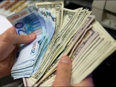 انٹر بینک مارکیٹ میں پیر کو پاکستانی روپے کے مقابلے میں امریکی ڈالر کی قدر 19پیسے کمی