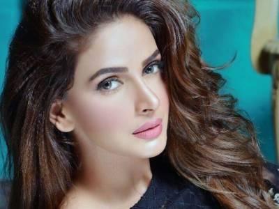 معروف بھارتی اداکارہ کی صبا قمر کی تعریف