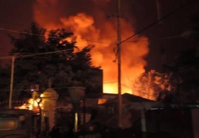 فیصل آباد:کاٹن کے گودام میں آگ لگنے سے ایک شخص جاں بحق