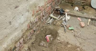 سنگدل باپ نے 8 ماہ کی بیٹی کو گلادبا کر گھر کے صحن میں دفنادیا