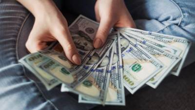 اوپن مارکیٹ :ڈالر کی قدر میں 25 پیسے کمی