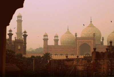 لاہور سمیت پنجاب کے بیشتر علاقوں میں دھند کا راج