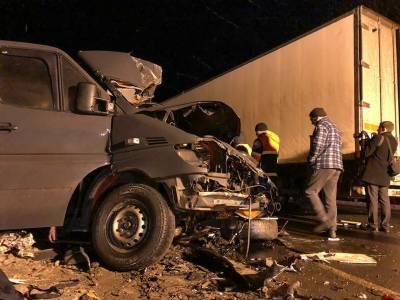 روس، منی بس اور ٹرک میں تصادم، 8 افراد ہلاک، 2 زخمی