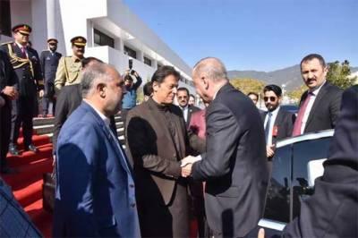 ترک صدر پارلیمنٹ ہاؤس پہنچ گئے، کچھ دیر بعد مشترکہ اجلاس سے خطاب کریں گے