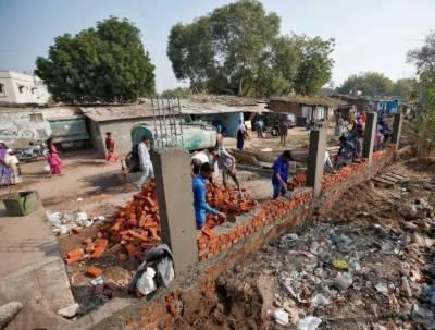 بھارت: ٹرمپ سے غربت چھپانے کیلئے دیوار کی تعمیر