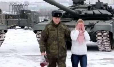 روسی فوجی افسرکا ٹینکوں کی گھن گرج میں محبوبہ کو شادی کا پیغام