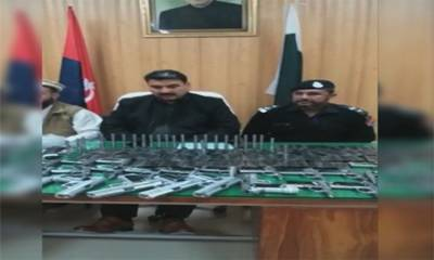 مردان: تباہی کا منصوبہ ناکام ، بھاری مقدار میں بارودی مواد اور اسلحہ برآمد، 3 ملزمان گرفتار