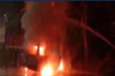 بھارتی ریاست اترپردیش میں کار اور ٹرک میں تصادم، 7 افراد جل کر ہلاک
