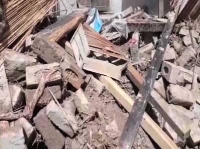 مظفرگڑھ، گھر کی دیوار گرنے سے دو بچوں سمیت خاتون شدید زخمی