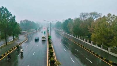 لاہور کے مختلف علاقوں میں بارش،موسم خوشگوار