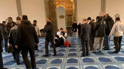 لندن کی مرکزی مسجد میں چاقو حملے میں مؤذن زخمی ، مشتبہ ملزم گرفتار