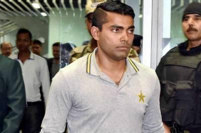 عمر اکمل کا بکی سے ملنے کا اعتراف، پی سی بی کو اطلاع نہ دینے پر معطل کیا گیا