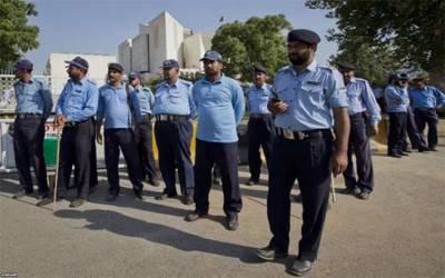 اسلام آباد کے پولیس اہلکار 12 گھنٹے ڈیوٹی کے خلاف سراپا احتجاج