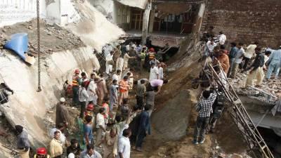 لاہور، مدرسے کی دیوار گرنے سے 3 افراد جاں بحق، 5 زخمی