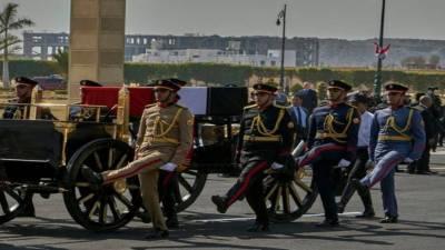 سابق مصری صدر حسنی مبارک مکمل فوجی اعزاز کے ساتھ سپرد خاک