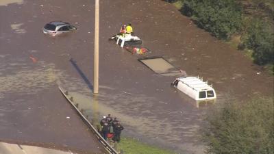 ہیوسٹن میں اچانک پانی کی پائپ لائن پھٹ گئی
