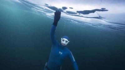 روسی تیراک الیکسی مولچانوف نے نیا عالمی ریکارڈقائم کر دیا