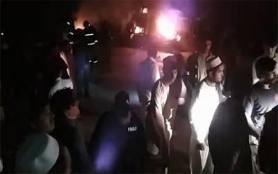 کرک :آئل ٹینکرمیں آگ لگنےسے 2افراد جھلس کرجاں بحق