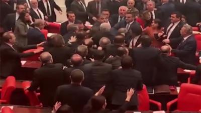 ترک پارلیمان حزبِ اختلاف کی صدر ایردوآن پر تنقید کے بعد مچھلی منڈی میں تبدیل