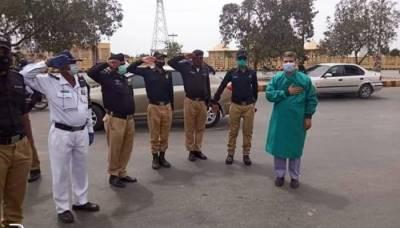 کورونا کیخلاف جنگ: پاکستان بھر کے طبی عملے کو سلام، کل سفید پرچم بلند کیے جائیں گے
