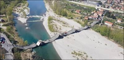 اٹلی میں 850 فٹ طویل پل اچانک گر گیا
