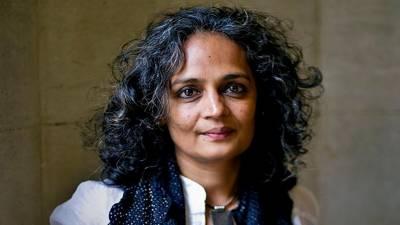 بھارتی مسلمانوں کے لیے صورت حال نسل کشی کی طرف جا رہی ہے:بھارتی مصنفہ ارون دتی رائے