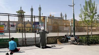 کرونا کی تباہ کاریوں کے باوجود ایران کا مذہبی مزارات کھولنے کا عندیہ