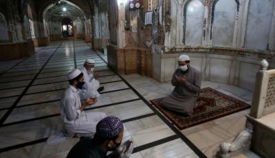 کراچی، کروناکے پھیلاؤ کو روکنے کیلئے مساجد میں احتیاطی تدابیر سے متعلق تیاریاں شروع