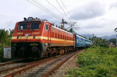 بھارتی حکومت کا طویل لاک ڈاﺅن کے بعد ٹرین سروس بحال کرنے کا اعلان
