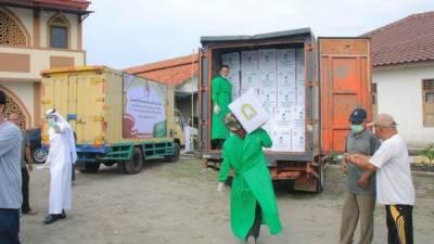 سعودی عرب کی وزارت مذہبی امور کی طرف سے انڈونیشیا میں 88 ٹن خوراک کی تقسیم