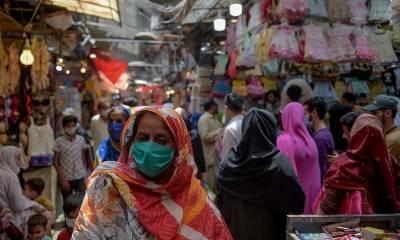 عید سیلزپر ڈسکاﺅنٹ، لوکل برانڈز کے کاروباری مراکز پر خواتین خریداروں کا رش بڑھ گیا