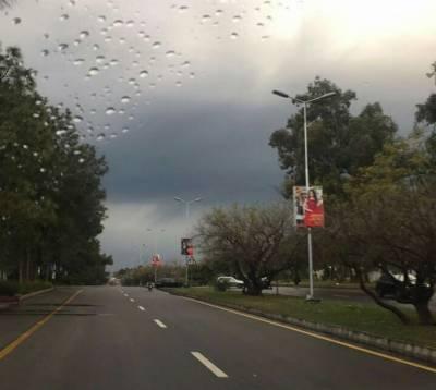 ملک کے مختلف حصوں میں آندھی اور گرج چمک کے ساتھ بارش کا امکان:محکمہ موسمیات