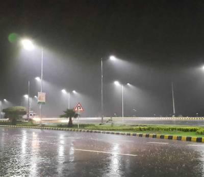 بارش سے لاہور میں 200 فیڈرز ٹرپ، مختلف شہروں میں 3 بچے جاں بحق، 8 افراد زخمی