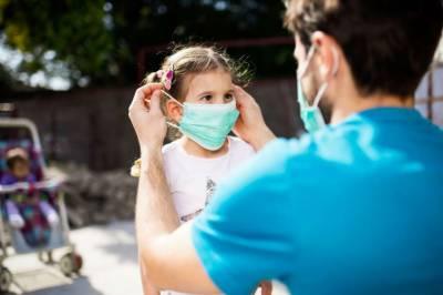 کیا کمسن بچوں کو ماسک پہنانا نقصان دہ؟ سعودی وزارت صحت نے وارننگ جاری کردی