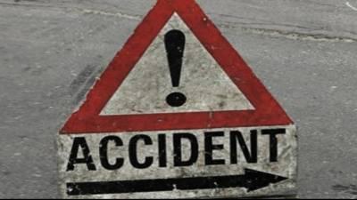بتی چوک کے قریب تیز رفتار ٹرالر بریک فیل ہونے سے بے قابو ہو کر شہریوں پر چڑھ گیا, 3 افراد جاں بحق , ایک زخمی