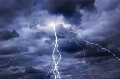 کراچی میں آج دوپہر گرج چمک کے ساتھ بارش کا امکان