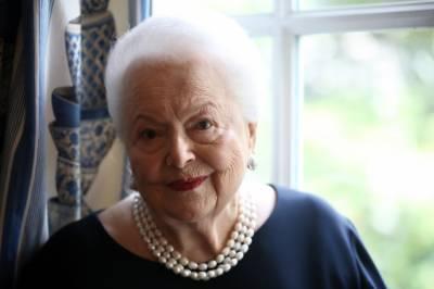 معروف امریکی اداکارہ اولیویا ڈی ہیوی لینڈ 104 برس کی عمر میں انتقال کر گئیں