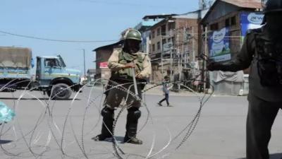 سرینگر میں احتجاجی مظاہروں کو روکنے کے لیے کرفیو نافذ