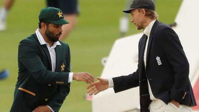 پاکستان اور انگلینڈ کی کرکٹ ٹیموں کا کوویڈ 19 کے متاثرین کو خراج تحسین