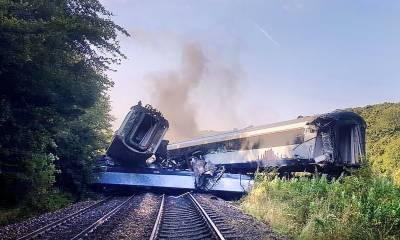 برطانیہ ٹرین حادثہ،3 مسافر ہلاک متعدد زخمی