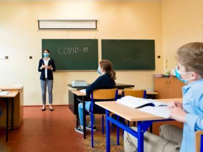 اسکول کھولنے کا فیصلہ کورونا میں اضافے کا باعث بن سکتا ہے: برطانوی ماہرین
