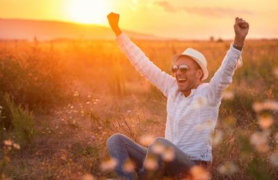 مسکرانے کی عادت بنانا زندگی کو خوشگوار بنا سکتا ہے:تحقیق