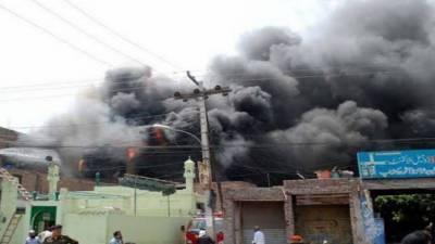 سرگودھا میں آگ نے تباہی مچادی،150سے زائددوکانوں کو نقصان، لاکھوں کا سامان جل کر راکھ